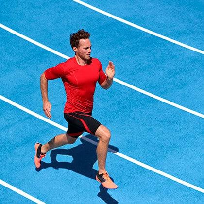 Atleta-Saudável na pista de Atletismo