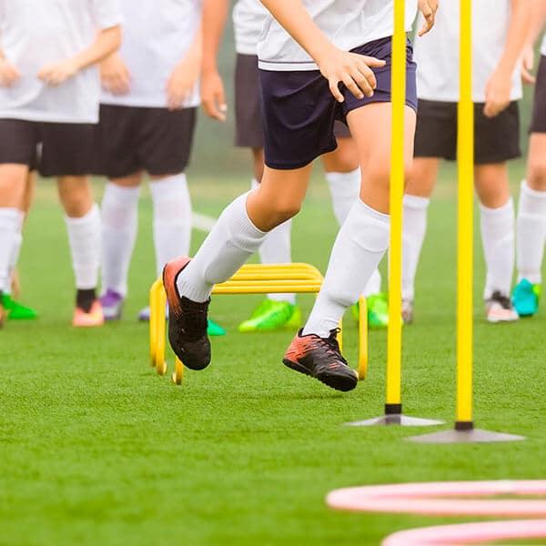 Futebolistas em sessão de treino